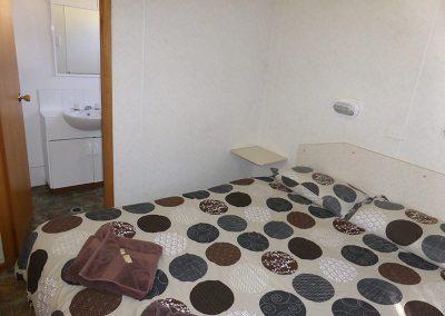 Queen-bed-in-Superior-1-bed-cabin